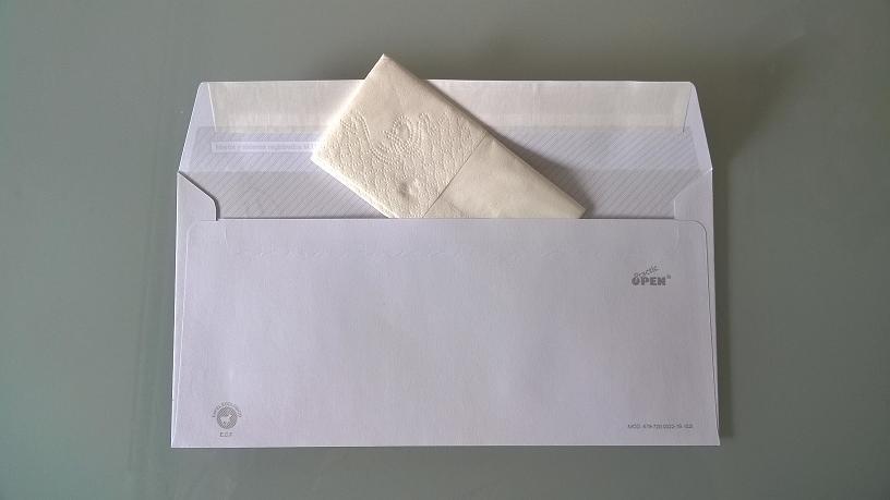foto del cuarto regalo de boda: pañuelo de papel