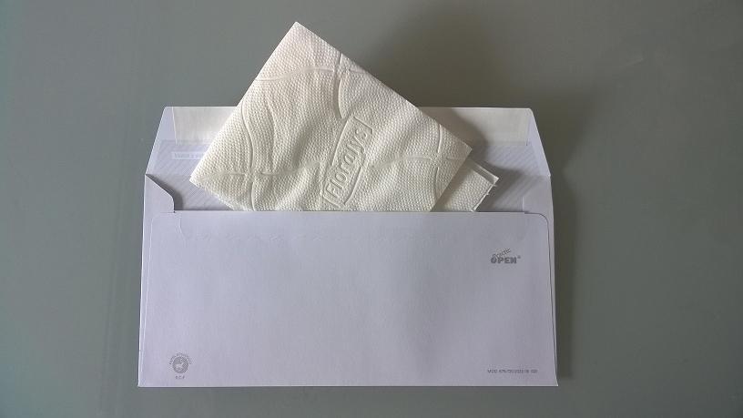 foto del segundo regalo de boda original: un trozo de papel del vater