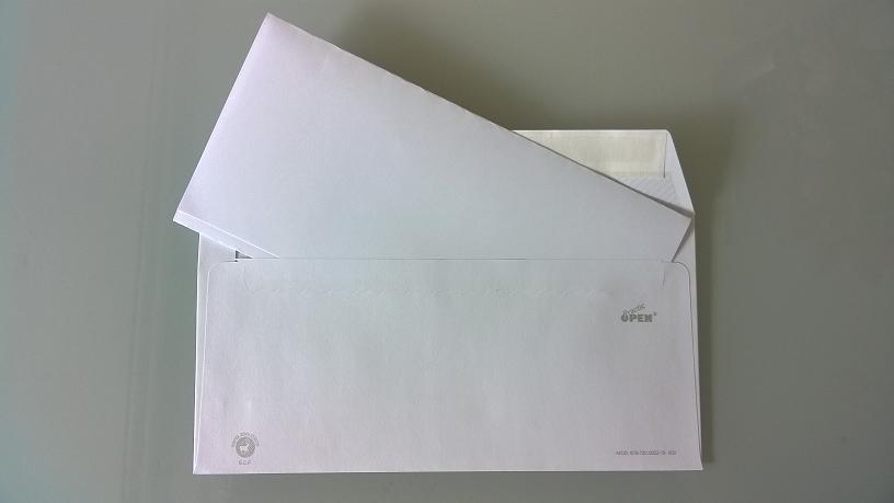foto del regalo de boda más importante: una hoja de papel en blanco